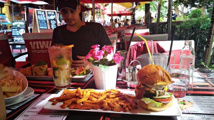 O oferta greu de refuzat cand vine vorba de hamburgeri.